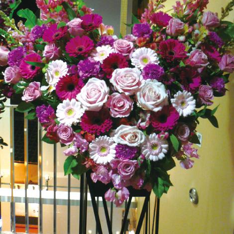 ハート型スタンド花イメージ